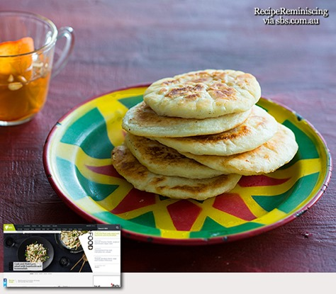 Sweet pancake with persimmon punch (hotteok with sujeonggwa)_sbs-com-au_post
