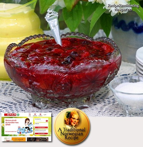 Traditional Norwegian Berry Porridge with Raw Cream