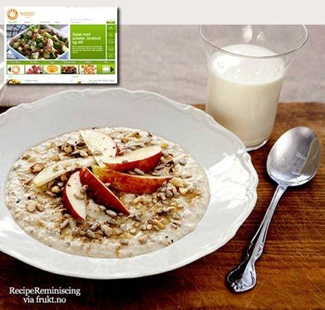 Norwegian Oatmeal Porridge with Fruit and Berries / Havregrøt med Frukt og Bær